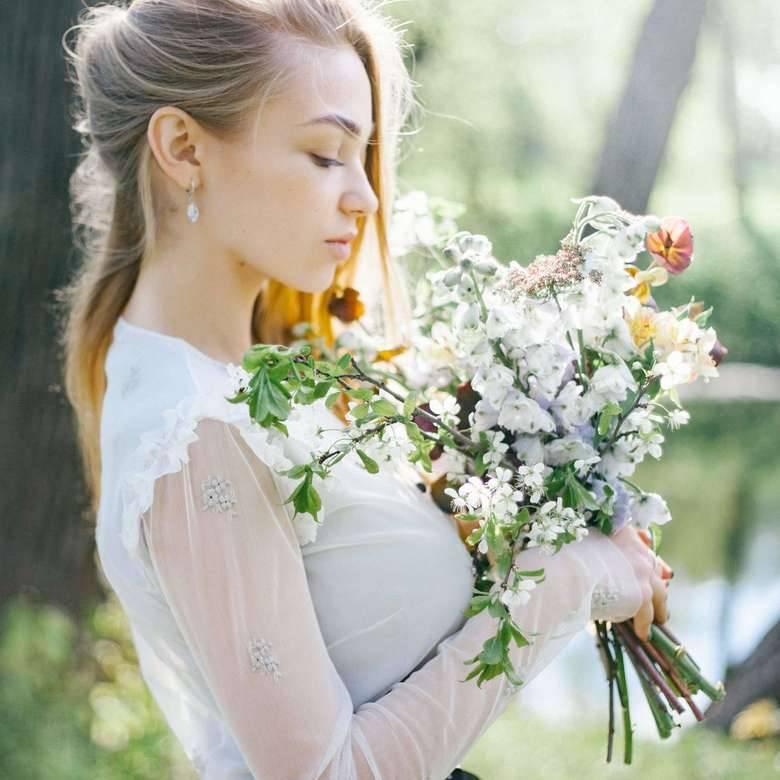 Будьте в тренде! образ невесты 2021: самые модные платья, аксессуары, макияж и прически