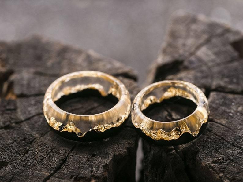 Венчальные кольца – чем отличаются от обручальных, какие должны быть по правилам, золотые, серебряные, платиновые, с молитвой, гравировкой